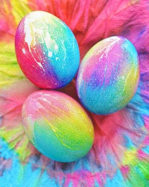 фарбуємо яйця в салфетці