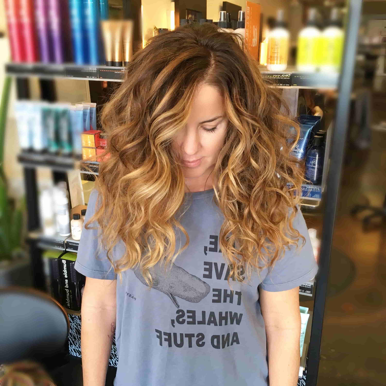 балаяж на середнє кучеряве волосся