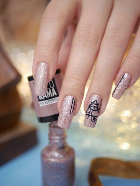 ієрогліфи на нігтях
