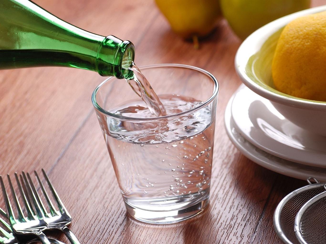 як правильно пити воду після їжі