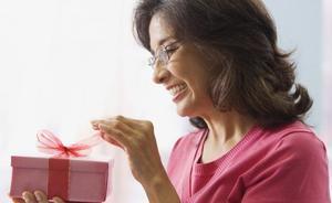 що подарувати мамі на день народження 65 років
