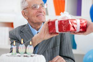 що подарувати дідусеві на день народження