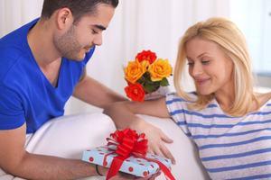 подарунок дружині за народження дитини