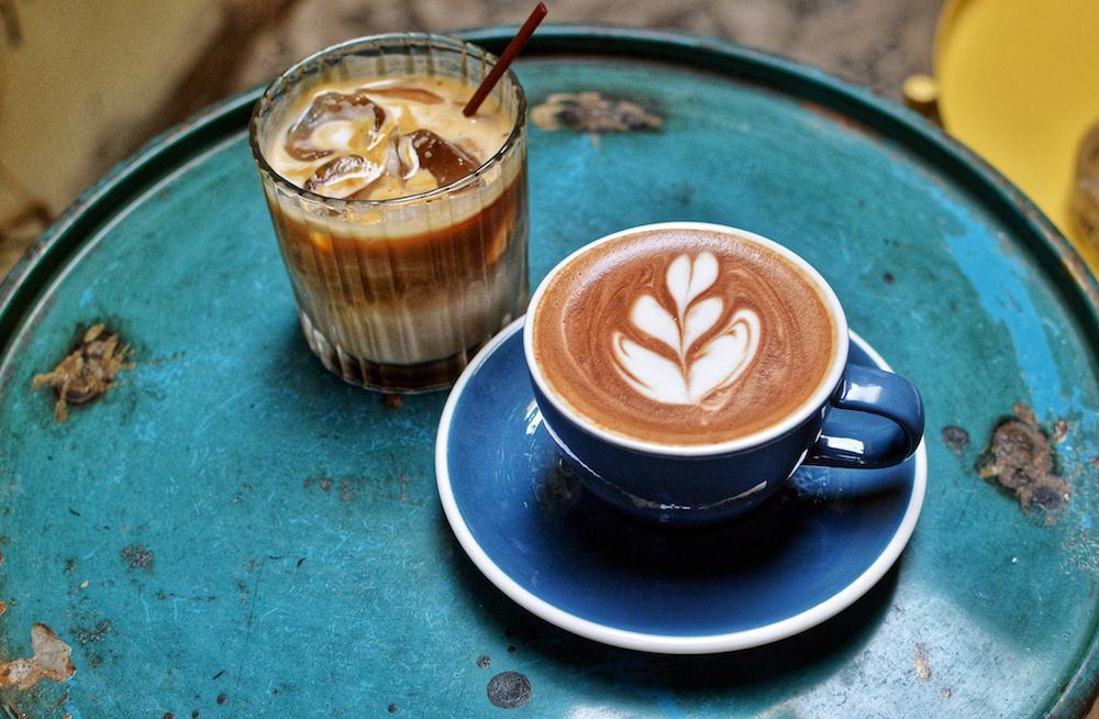 гаряча чи холодна кава