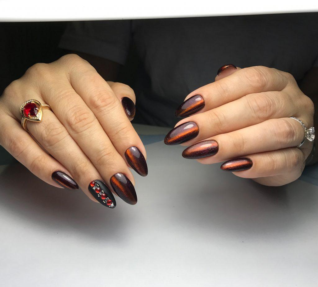 манікюр на мигдальну форму нігтів 2021